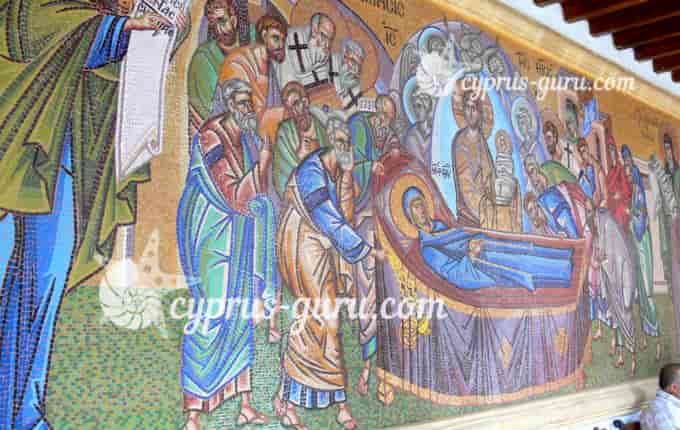 Мозаика на стенах монастыря