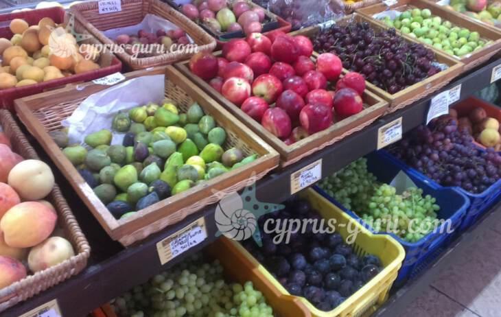 инжир, яблоки и виноград