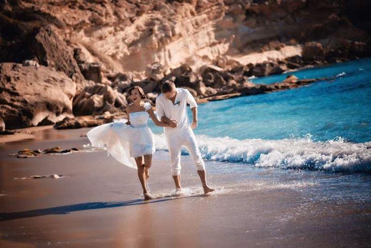 пара организовала символическую свадбду