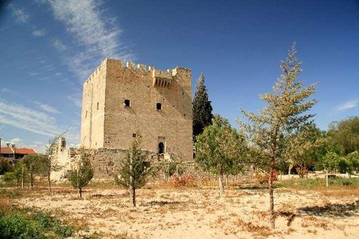 Средневековый замок Колосси