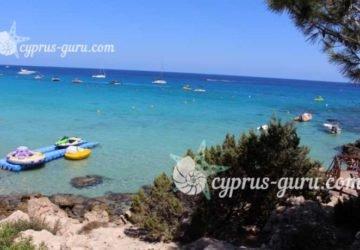 Пляж Конос на Кипре в июле