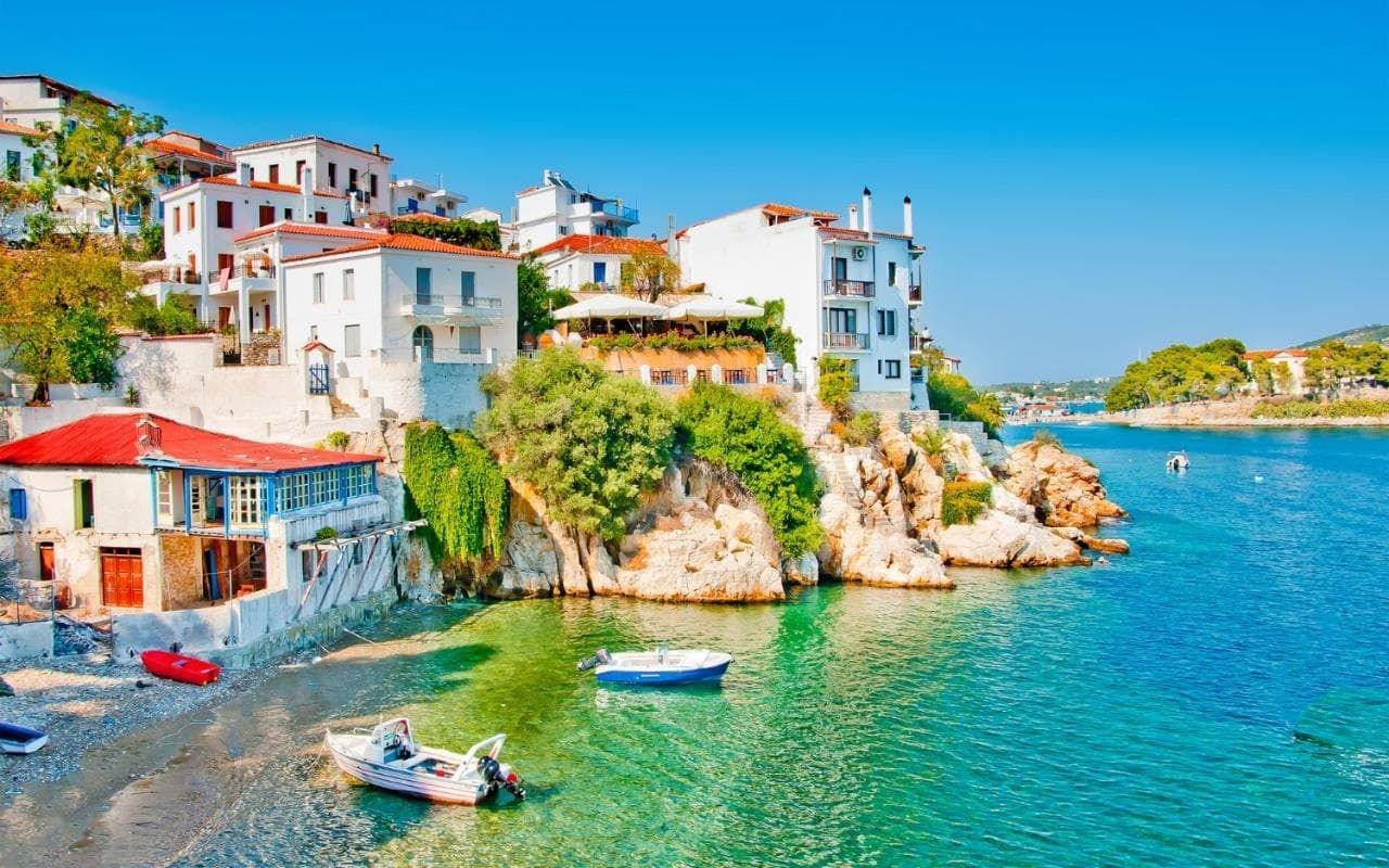 море возле острова Скиатос острова Греции 15 лучших островов Греции для отдыха skiathos island 1