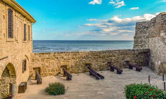 стена ларнакского форта