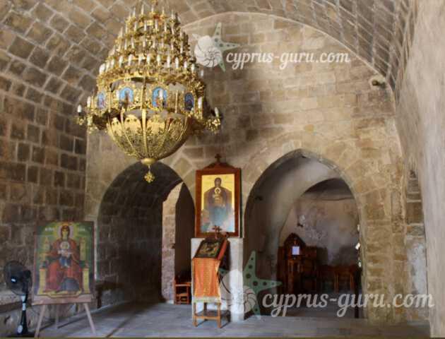 церковь внутри монастыря
