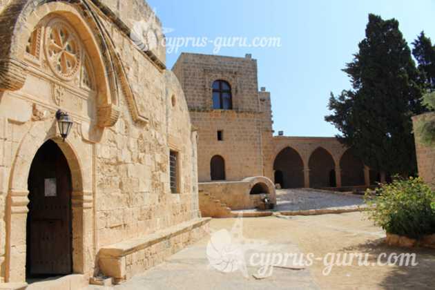средневековый монастырь